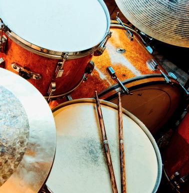 musicland escola de jazz e musica loja de instrumentos musicais logo